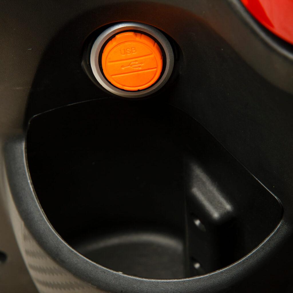 سوکت شارژ موتور برقی دنرو mt25-8
