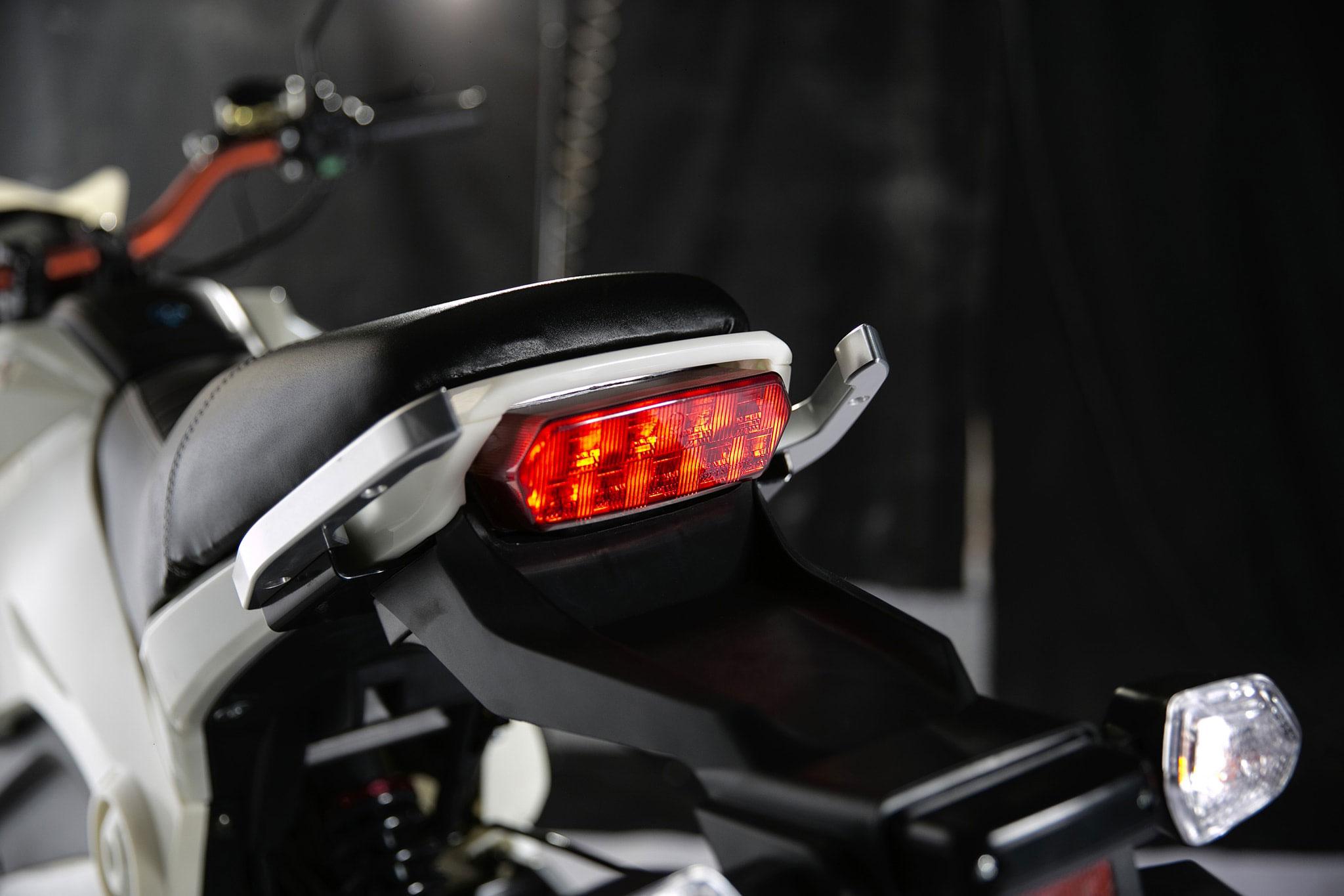 تصویر چراغ پشت موتور برقی MM3