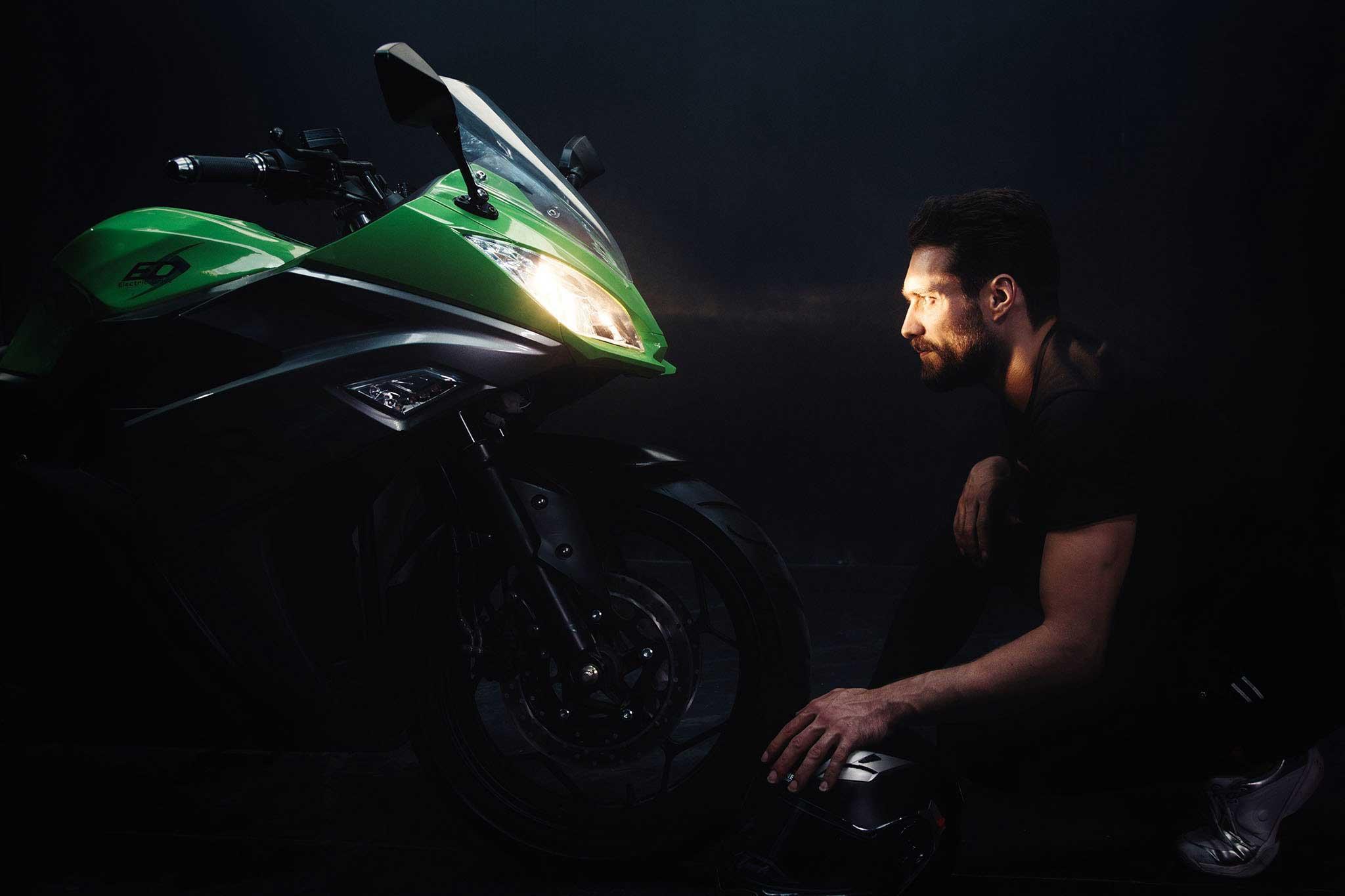 تصویر موتور سیکلت برقی SR 7000