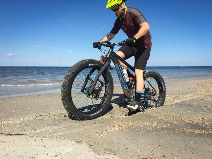 دوچرخه سواری در ماسه با لاستیک پهن