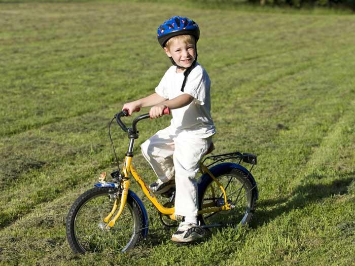 کودک دوچرخه سوار